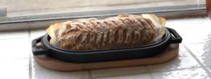 Хлеб в чугунной сковороде